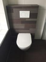 Hangend toilet laten plaatsen - Kosten zwevend toilet ...